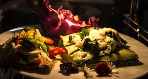 Repas végétalien et crudivore à l'apéro dispensaire des médecines naturelles