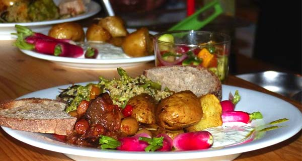 Repas servi au dispensaire des médecine naturelle et de la naturopathie à Marseille